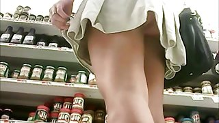 nice girl shopping undies upskirt