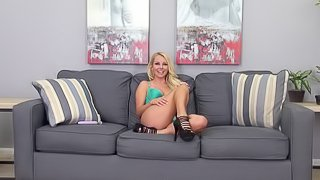 It's time for the blonde angel to shows us her masturbation skills